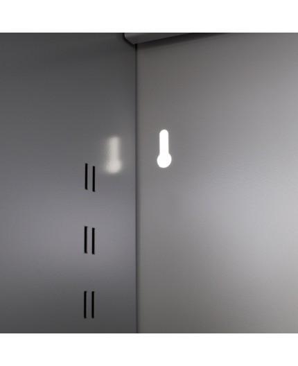 Armoire à rideaux mi-haute, Hauteur 1 mètre 35, Largeur 1 mètre 20 et profondeur 46cm.